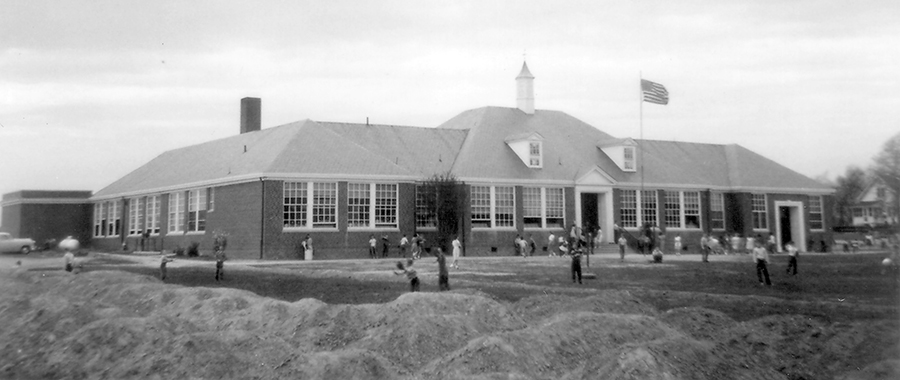Black and white photograph of Lincolnia Elementary School taken in 1954.
